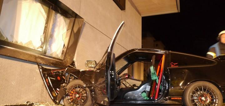 Unfall in Freiburg: Honda CRX aus Emmendingen