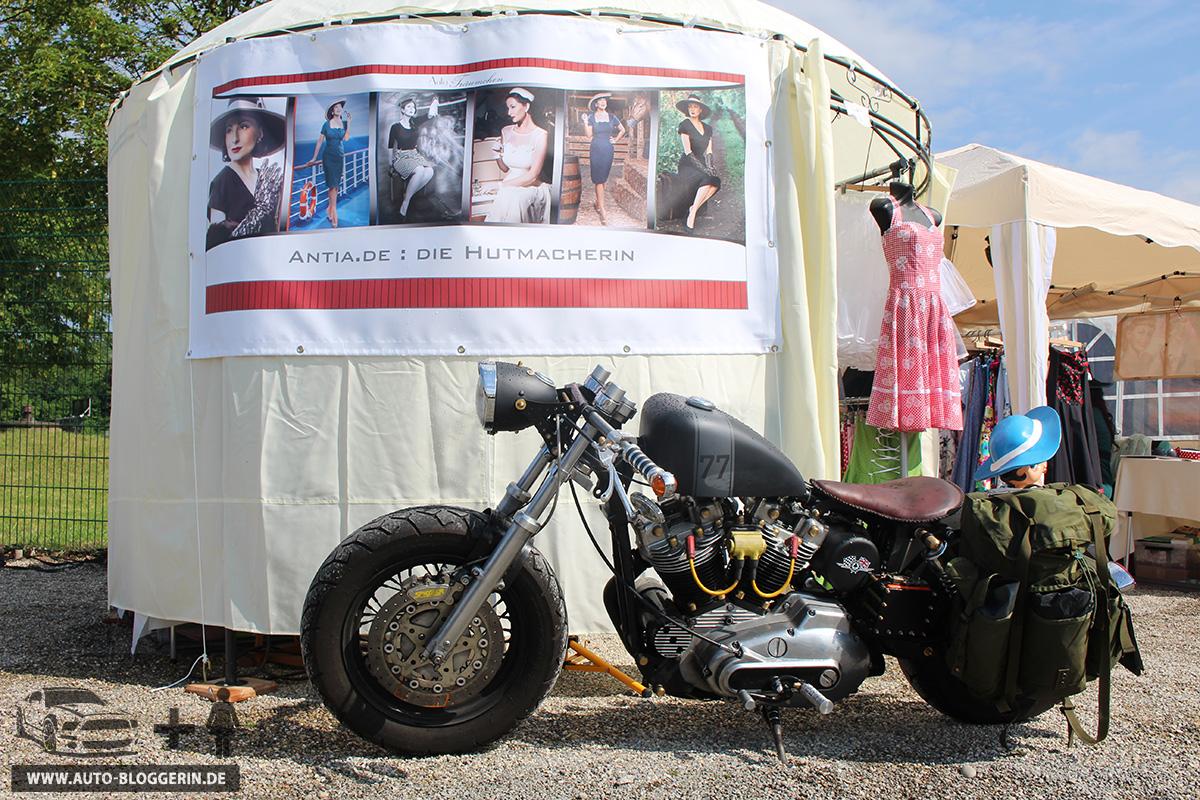 Motorrad auf dem Stand von Antia Hutmode bei dem US-Car- & Harley-Treffen in Europa-Park