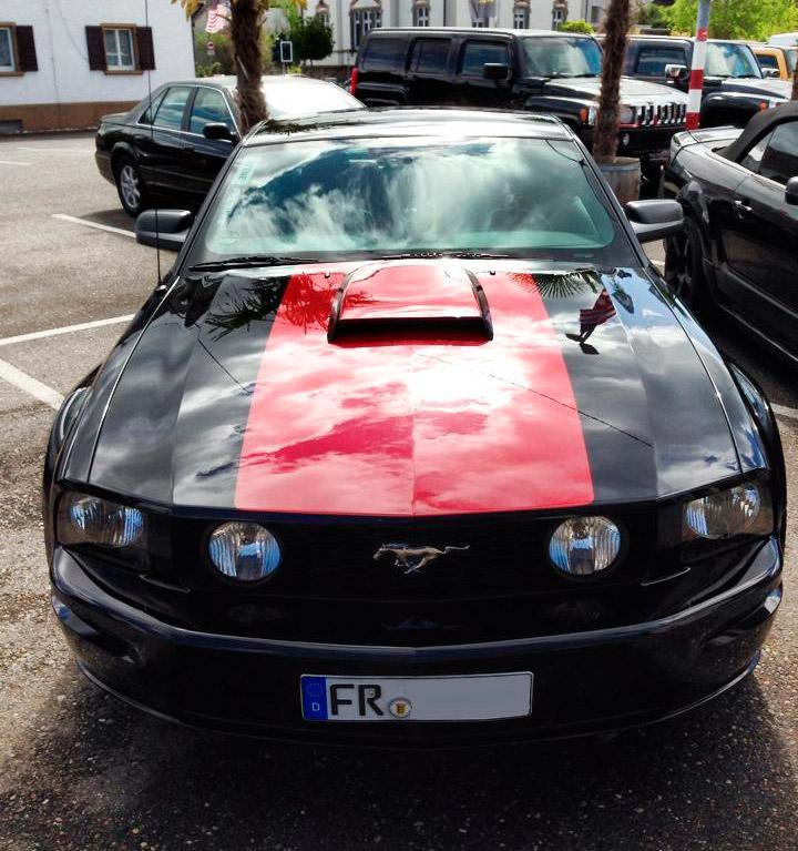 Mit Hood Scoop wirkt ein Mustang noch sportlicher und sieht schön böse aus